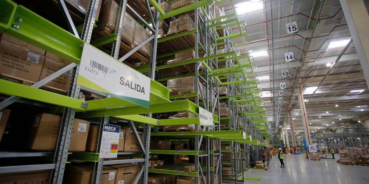 Falabella le sigue mostrando los dientes a Amazon: ahora inaugura centro de distribución totalmente automatizado que le costó US$100 millones