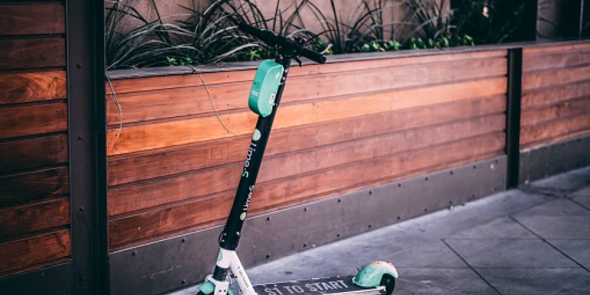 Los peligros de los scooter eléctricos: abuela de 90 años caminaba por la vereda apoyada en su andador y muere atropellada por monopatín