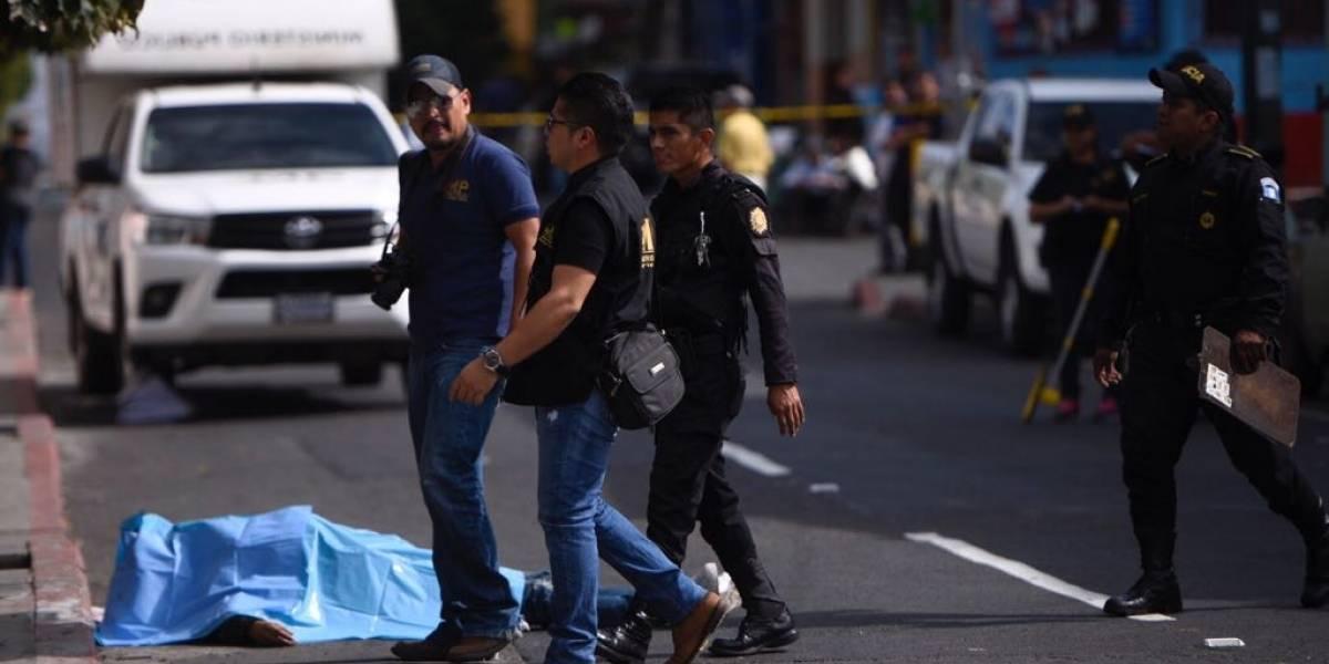 Automovilista asesina a presunto asaltante en la calzada San Juan