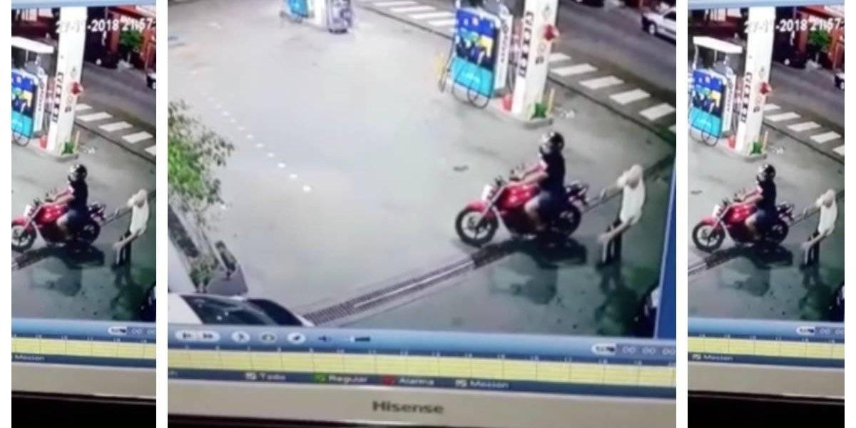 Asalto a una estación de gasolina con un arma falsa deja un muerto