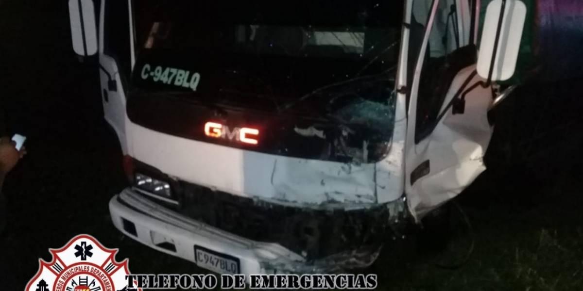 Un muerto y dos heridos tras choque de camión y vehículo en RN-14