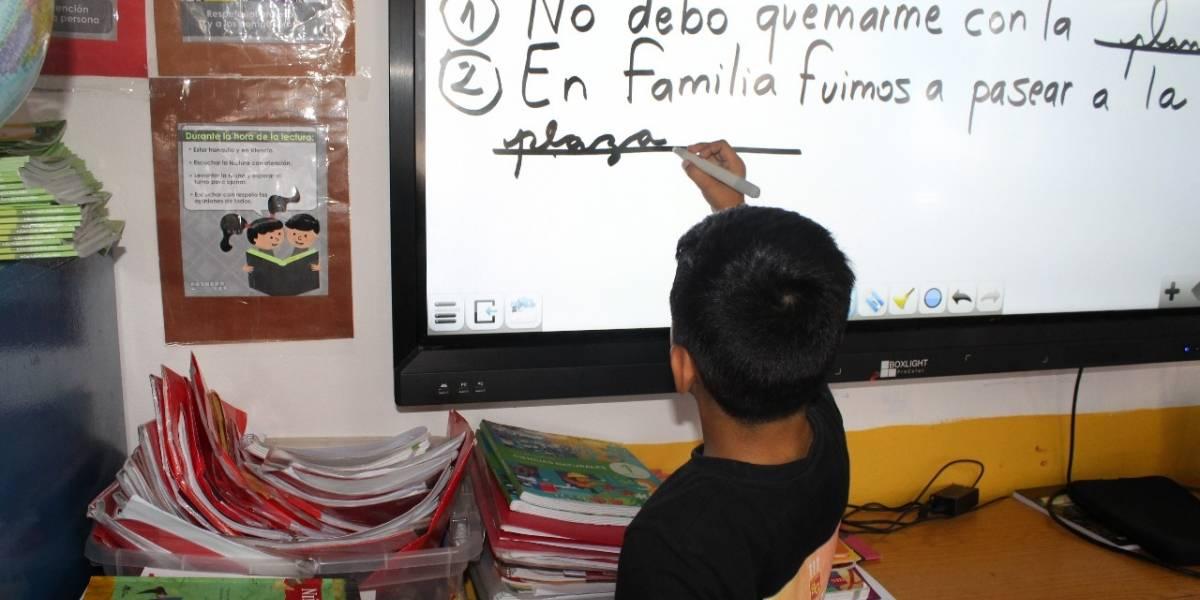 Cambiaron la vieja pizarra por pantallas touch de alta resolución: Puente Alto moderniza sus salas de clases