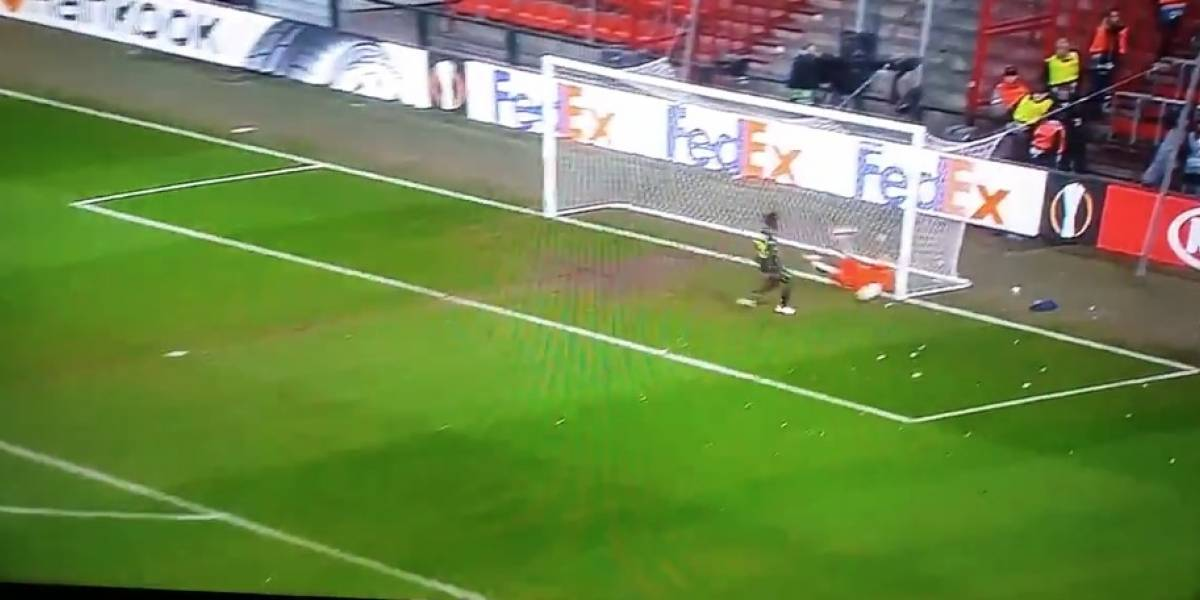 VIDEO: Standard Lieja comete insólito error en la Europa League