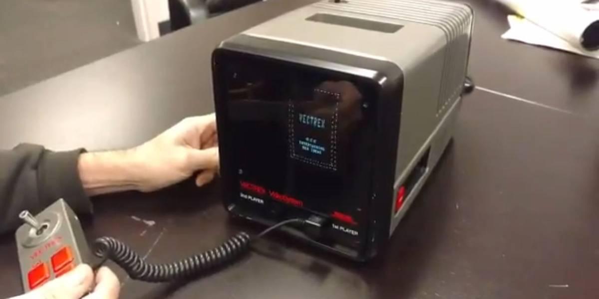 Museo Nacional de Videojuegos muestra una consola Mini Vectrex funcionando