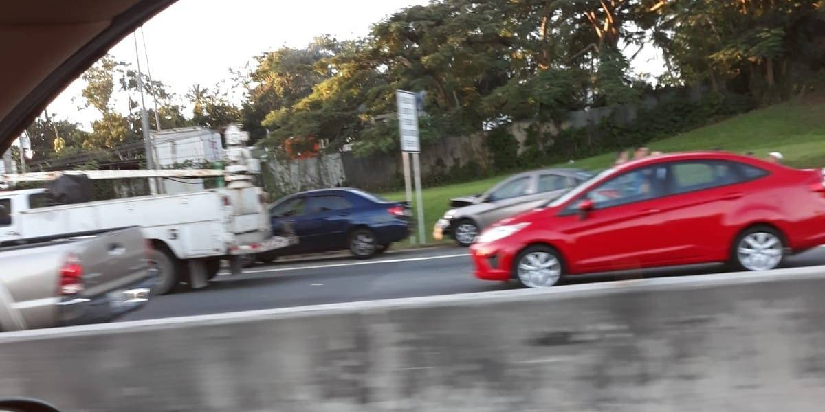 Accidente entre seis carros en la PR-22