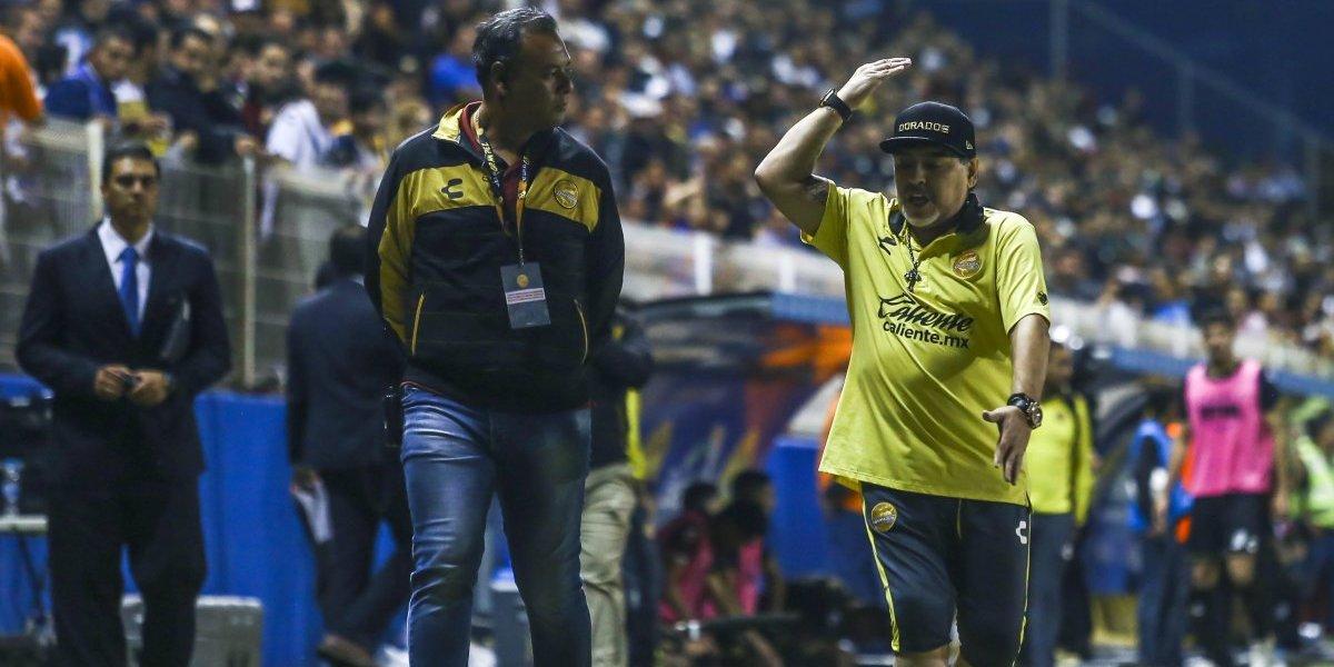 VIDEO: Maradona explota contra DT de San Luis y reportero