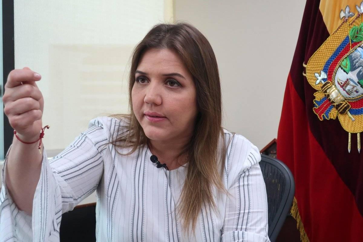 Alejandra Vicuña se regresó a trabajar al SRI