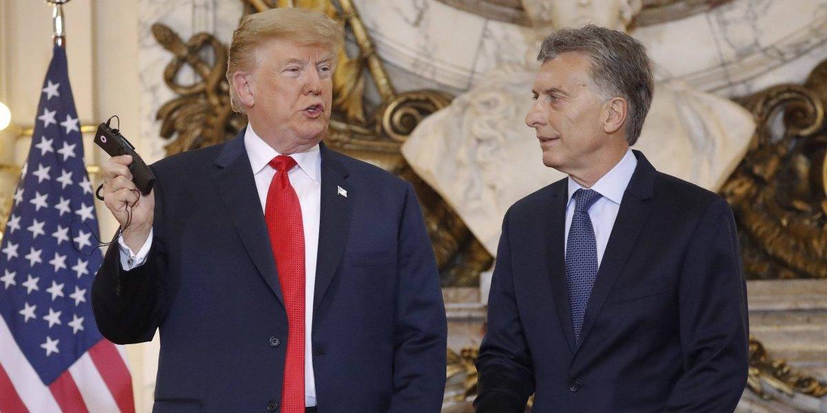 La primera maña de Trump en el G-20: las imágenes del mandatario tirando al piso el audífono de traducción