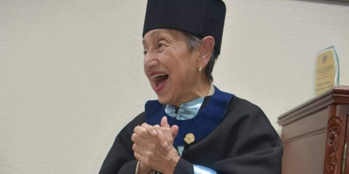 Con 92 años y una tesis bien defendida, Blanca Solares obtuvo su título universitario