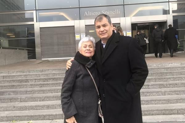 Rafael Correa con la mamá de Jorge Glas