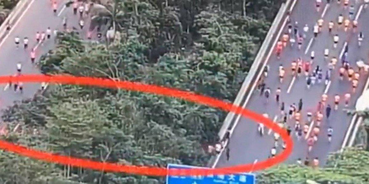 VIDEO. Pescan a corredores haciendo trampa en medio maratón de Shenzhen