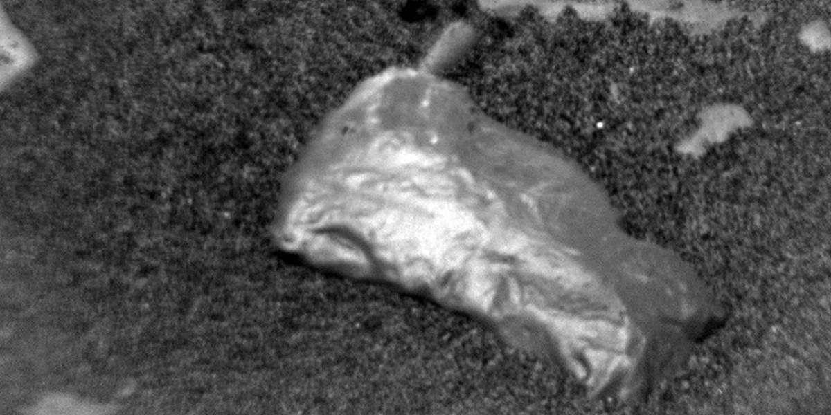 El Rover Curiosity encontró un objeto brillante e inusual en Marte