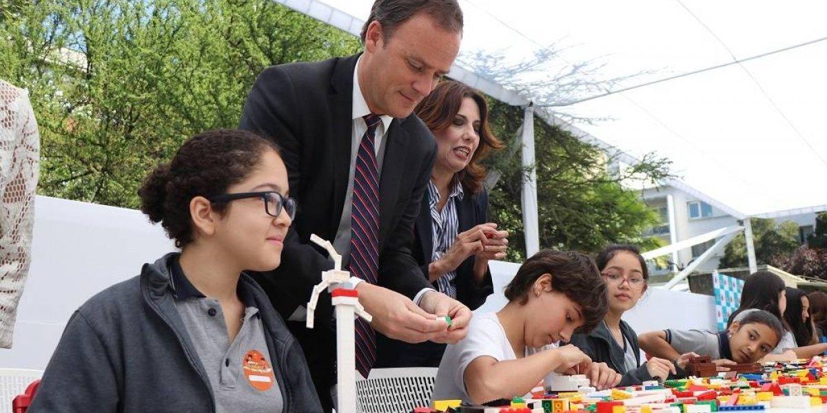 """Niños reconstruyen Chile con Lego en el marco de la """"Semana del territorio"""""""