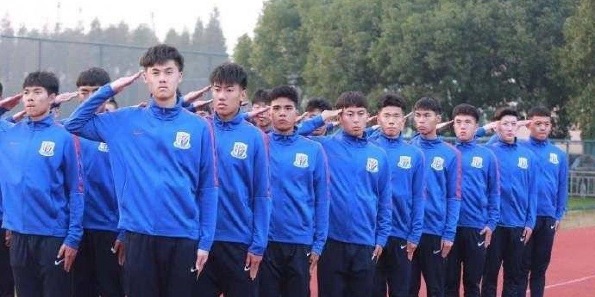 Como si fuera un castigo, someten a futbolistas chinos a entrenamiento militar