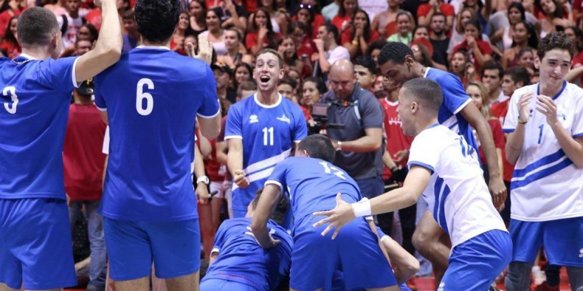 Reinan las Juanas y los Pioneros en el voleibol universitario