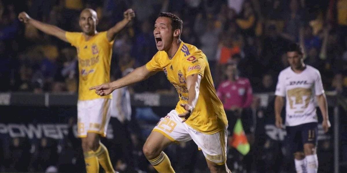 Chivas logra gran triunfo al derrotar a Tigres 2-0