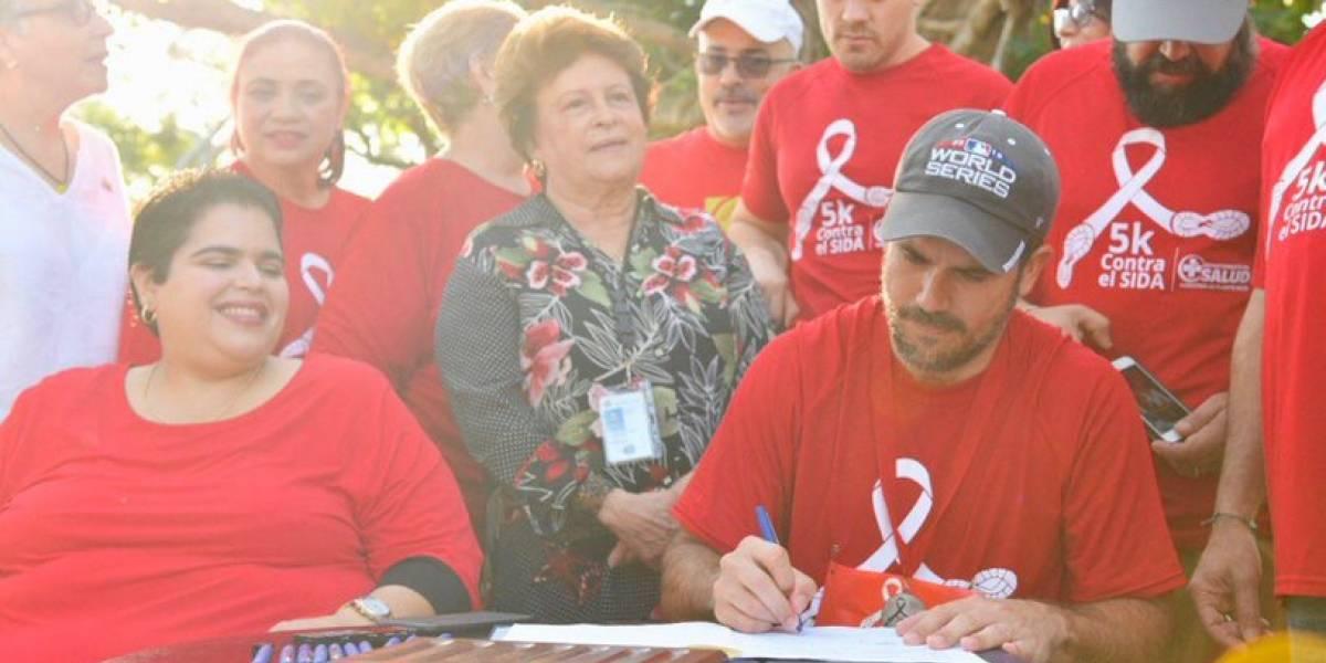 Gobernador crea nueva Carta de Derechos para personas con VIH