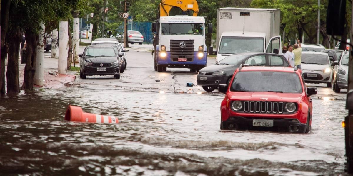 São Paulo tem mais de 10 regiões em estado de alerta para alagamentos, segundo CGE