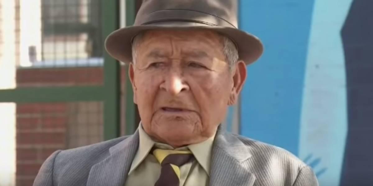 ¡Ejemplo de vida! Abuelo se gradúa a los 90 años de edad