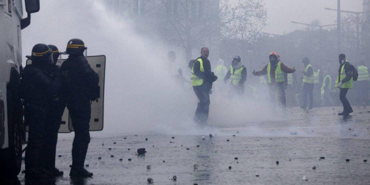 """París se convierte una vez más en """"campo de batalla"""" por las protestas de los """"chalecos amarillos"""""""