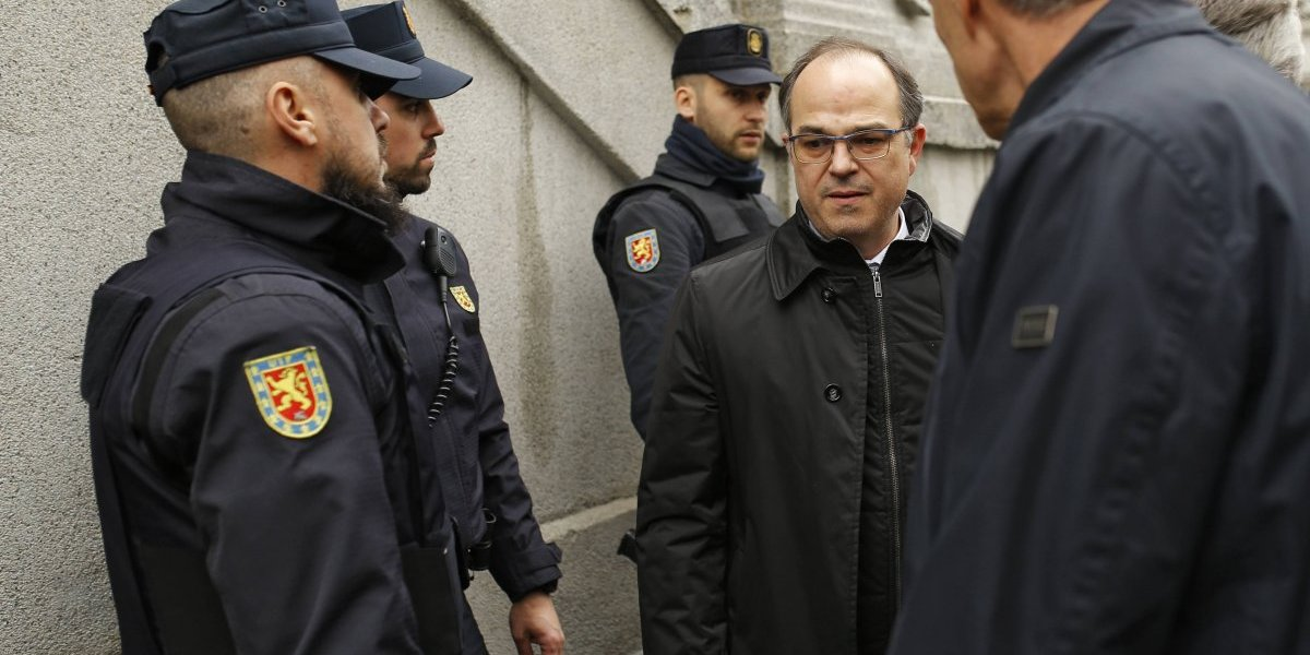 Líderes independentistas de Cataluña inician huelga de hambre en prisión