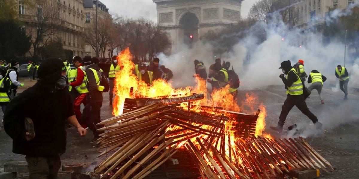 Tercer sábado de protestas convierten a París en zona de guerra