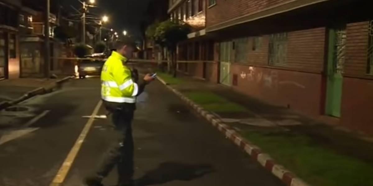 Asesinan a hombre frente a su familia para robarle el carro