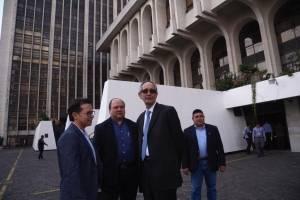 Álvaro Colom y sus abogados.