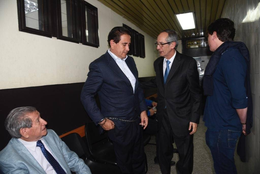 Gustavo Alejos y Álvaro Colom. Foto: Omar Solís