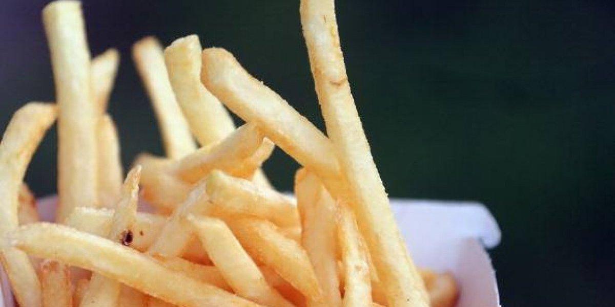 Siento mi corazón partirse en dos: científicos aseguran que sólo podemos comer seis papas fritas al día si queremos cuidar nuestra salud