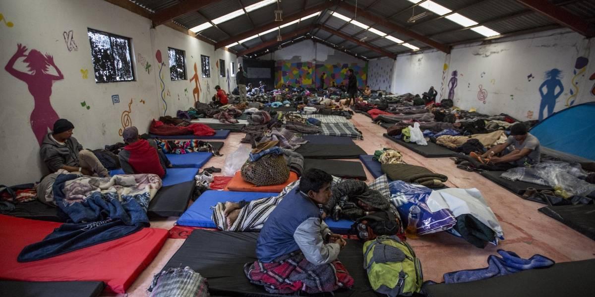 """Clausuran albergue de migrantes en Tijuana por """"salubridad"""""""