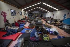 Más de mil migrantes centroamericanos que permanecían en el deportivo Benito Juárez fueron trasladados a un nuevo refugio ubicado en la colonia Mariano Matamoros después de la inundación que se registró a consecuencia de la lluvia, el 30 de noviembre