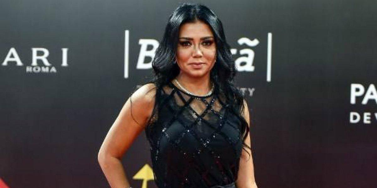 Egipto enjuiciará a actriz por vestido que dejaba ver sus piernas