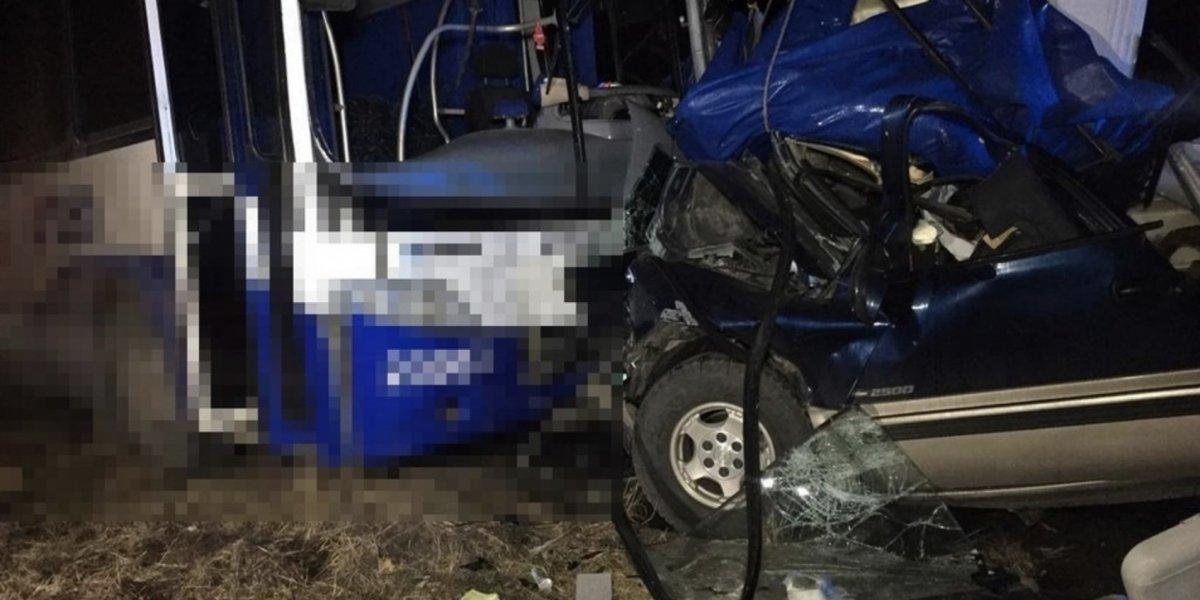 Equipo de futbol sufre accidente automovilístico