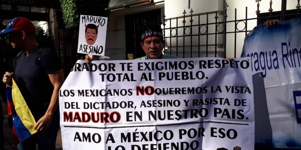 Juanito protesta contra la visita de Maduro