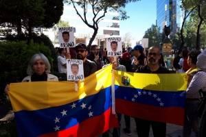 Manifestación contra la presencia de Nicolás Maduro en México