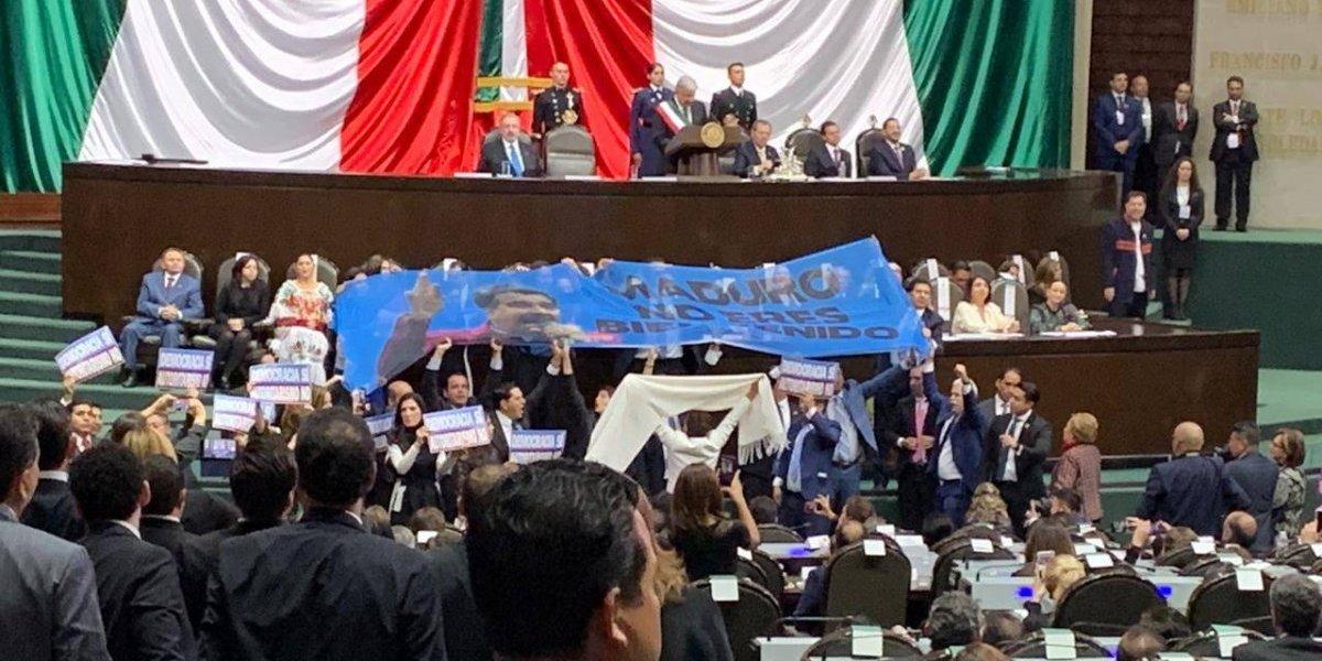 Diputados se jalonean en pleno discurso de AMLO por invitación a Maduro