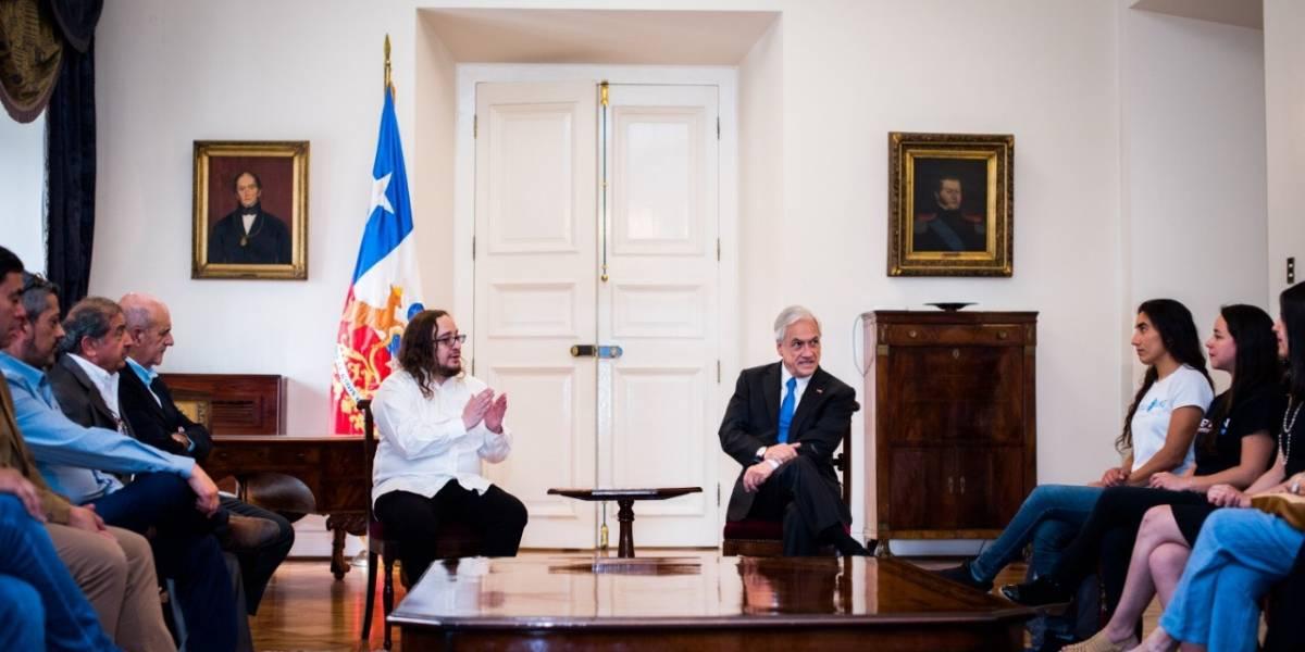 Ganadores de Camiseteados visitaron al Presidente Piñera en La Moneda