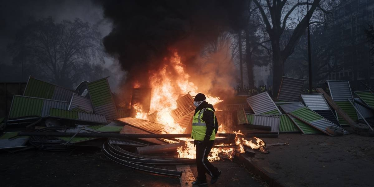 133 heridos y 412 arrestados por protesta contra impuestos en Paris