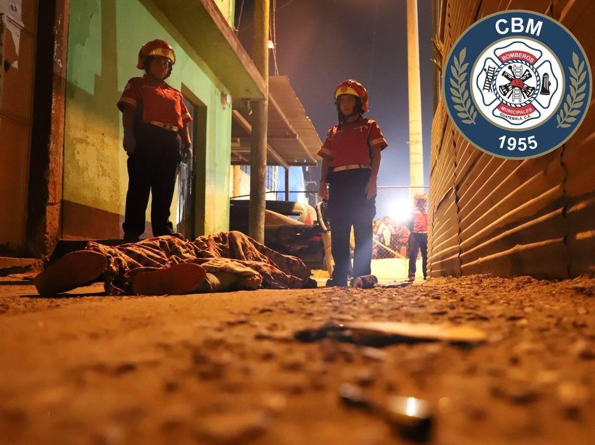 El ataque armado en la colonia El Milagro fue ante la mirada de los vecinos. Foto: Bomberos Municipales