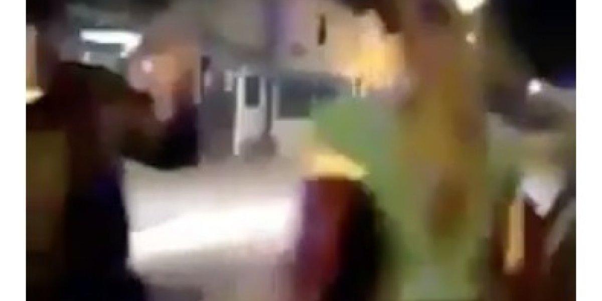 Conductora arrastra a agente de la CTE al tratar de huir