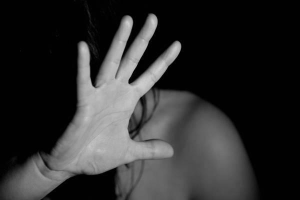 mujer (abuso)