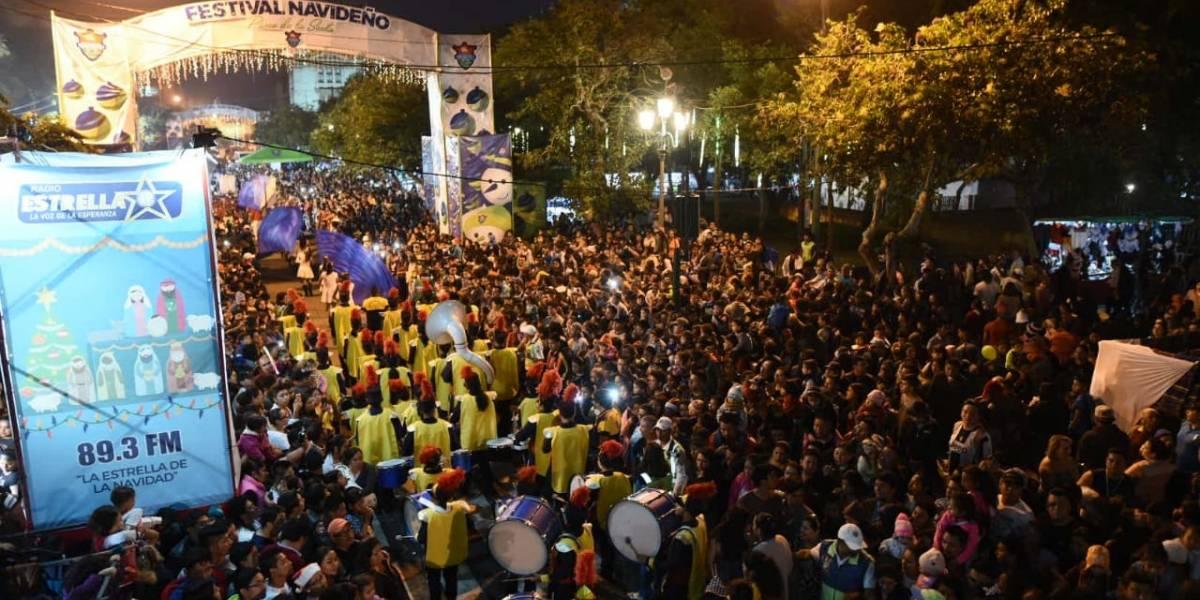 Guatemaltecos viven la Navidad con desfile en el Paseo de la Sexta