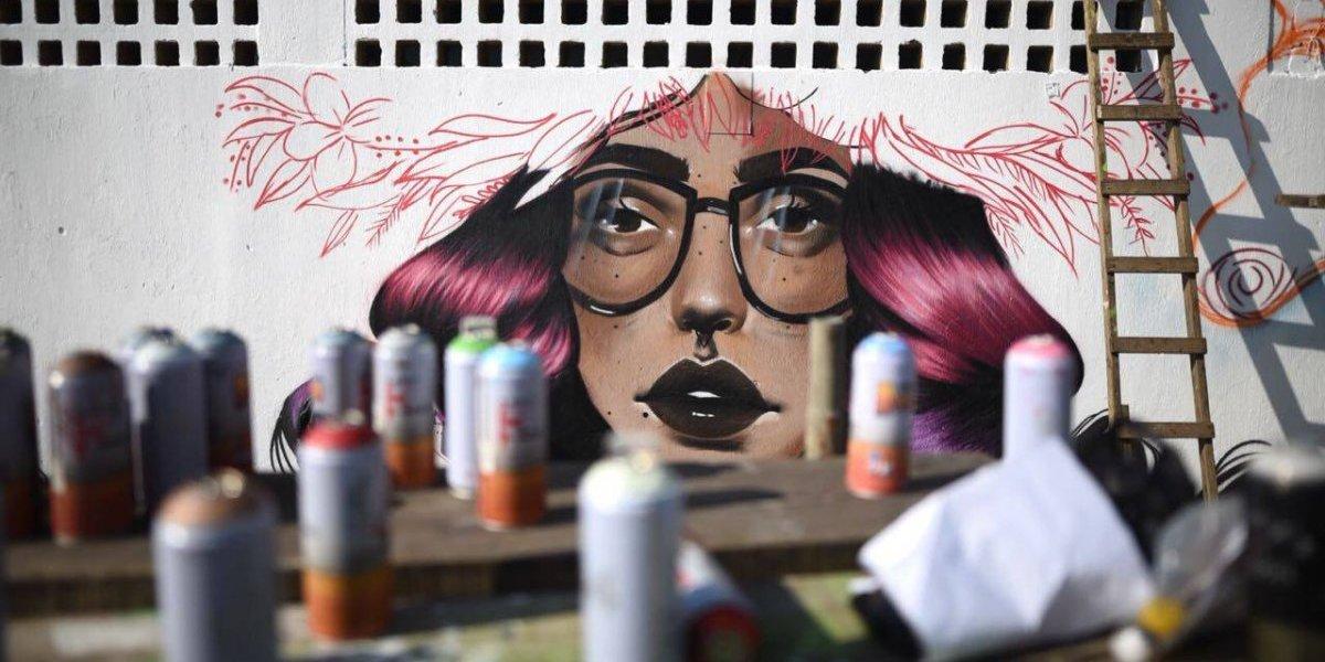 Realizan mural por campaña para poner fin a la violencia contra las mujeres