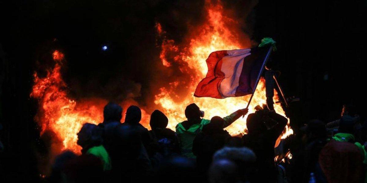 Macron reunirá a oposición y a chalecos amarillos para buscar una salida