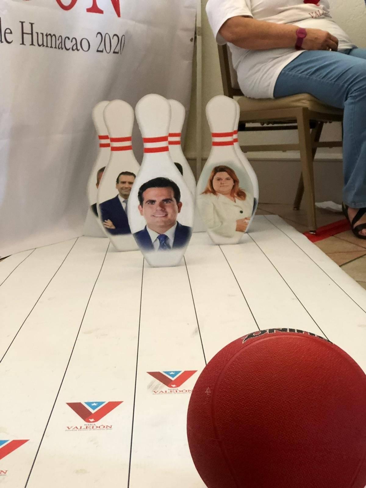 Foto: En la Asamblea General del PPD, los presentes juegan bolos con las caras de líderes del PNP/Ronald Ávila Claudio/Metro PR