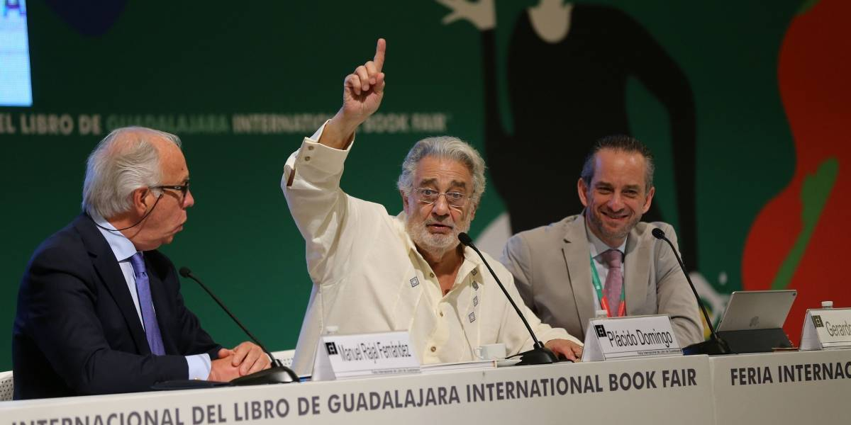Plácido Domingo aprovecha su corta visita a Guadalajara