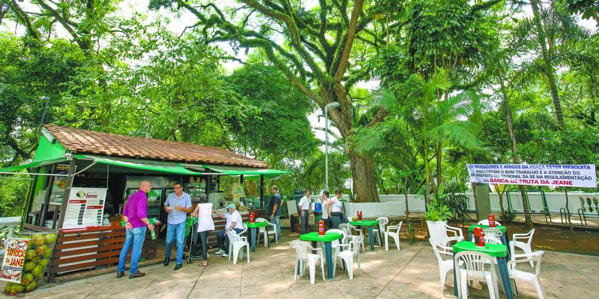 Após abaixo-assinado, banca de frutas é mantida em praça de Higienópolis