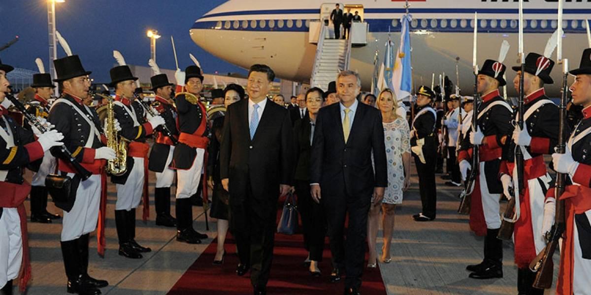 VÍDEO: Membro da comitiva é confundido com presidente chinês na chegada à Argentina