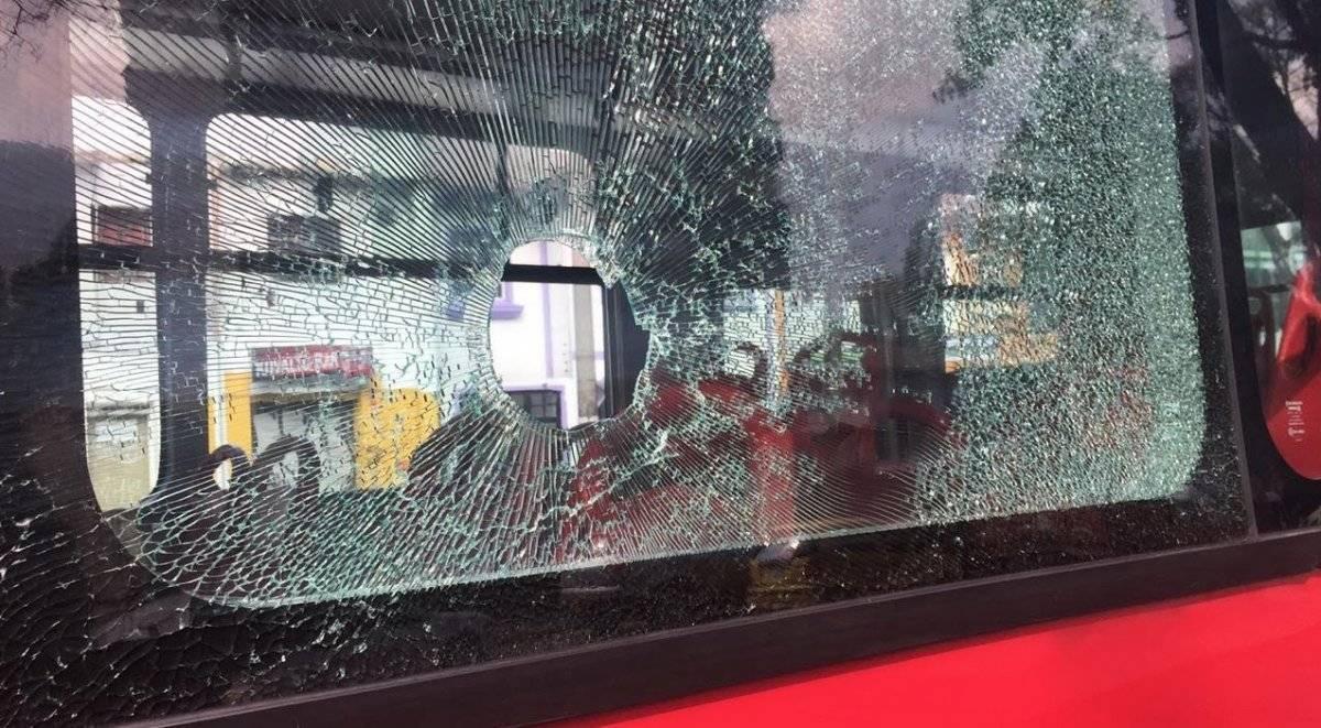 Pasajero de TransMilenio resultó lesionado luego de que le lanzaran una piedra grupo Emergencias Bogotá